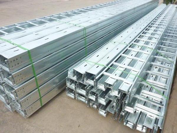 金属线槽与业鑫电缆桥架的有哪些区别
