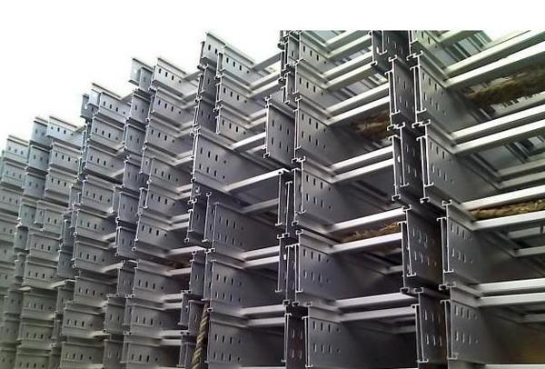 大跨距电缆桥架安装